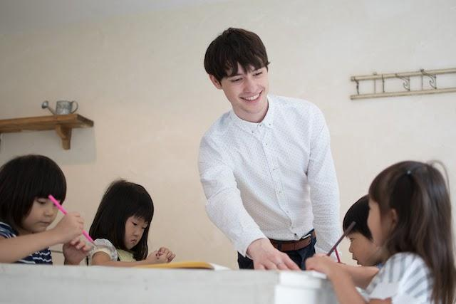 Get started teaching English to young learners in Japan