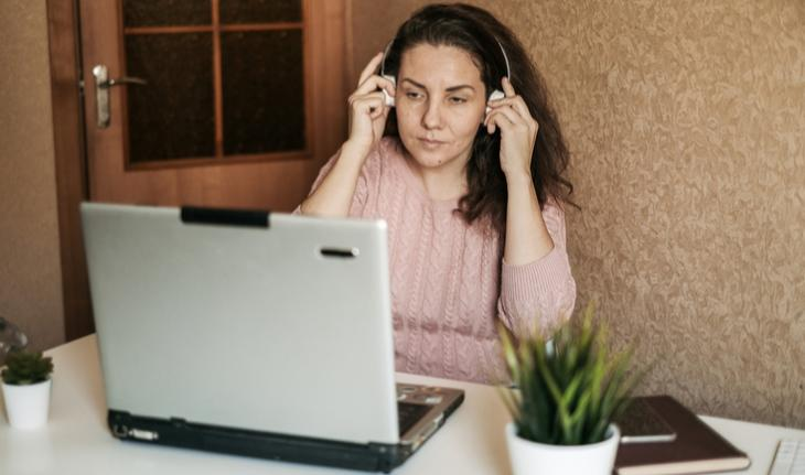 woman online English tutor at a laptop