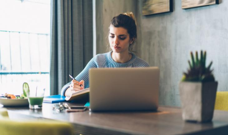 woman in front of laptop for non-chinese esl companies to teach english online with article