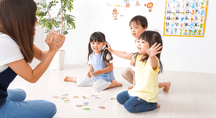 woman teaching English in Japan to young learners